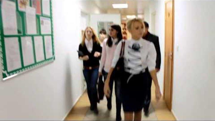 dve-studentki-trahayutsya-v-sortire-lesbi