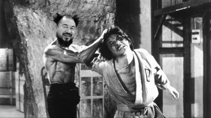 comparing and contrasting martial arts actors jacky chan and bruce lee From bruce lee's pinpoint mastery of nunchucks to jackie chan's insane acrobatic abilities, the best stunts in classic kung fu flicks mesmerize and hypnotize the crazy choreographed action is of course reason #1 for loving martial arts movies, but it's not the only reason.