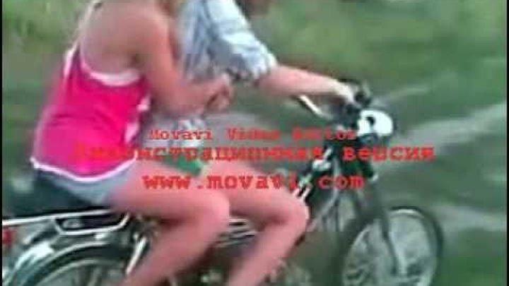 seks-na-hodu-na-mototsikle