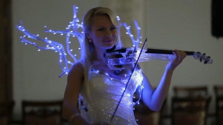Это потрясающе! Очень красивое исполнение. Шикарная скрипачка!