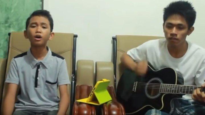 Вот это голос у мальчика!!! Очень красиво поет, послушайте!!!