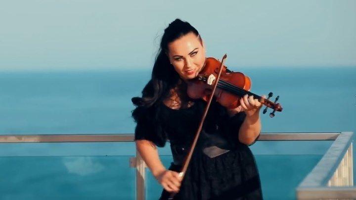 Красавица скрипачка, синее небо, море... и Ламбада!!💃🏻🌴