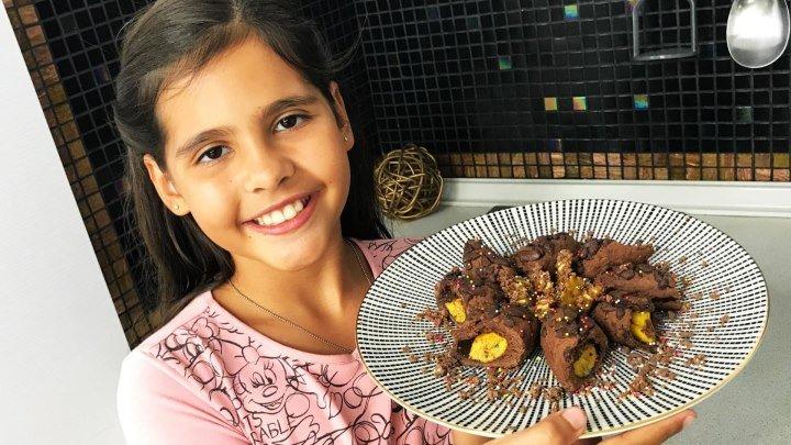 Готовим вместе с Софией шоколадное печенье. Обучающее видео. Детские блюда