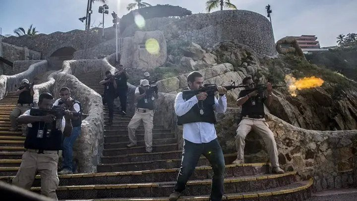 Добро пожаловать в Акапулько. 2019. боевик, триллер, комедия