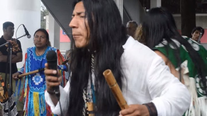 Индейцы поют на улице! От души и для души!