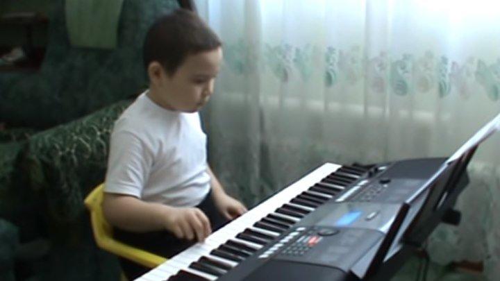 Одинокий пастух на синтезаторе! Молодец мальчик!