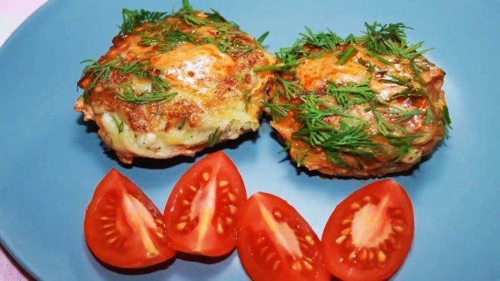 Беру Фарш, картофель и луковицу и готовлю вкусный Ужин.