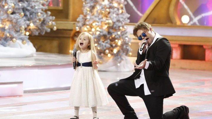 Виталий Гогунский и дочка Новогодний парад звёзд რა პატარა და უკვე ასე მღერის
