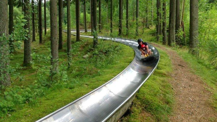 Горка 935 метров через лес в Швеции )))