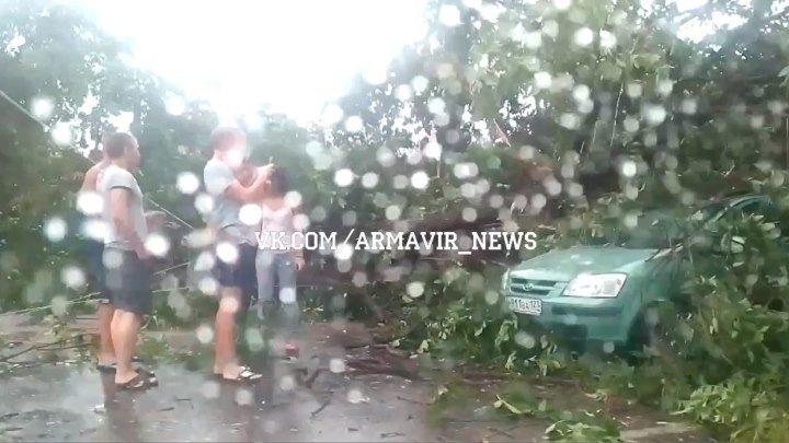 Страшные кадры последствий сегодняшнего урагана в Армавире 18 августа 2015 (9-я Линия - Ленина)