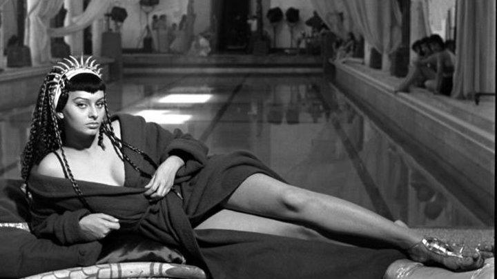 """""""Две ночи с Клеопатрой"""" (В ролях: Софи Лорен) / Due notti con Cleopatra (Марио Маттоли /Mario Mattoli/) [1953, Комедия, Исторический]"""