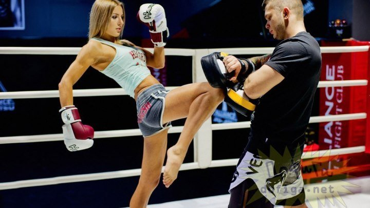 Женщина против мужика, тайский бокс. Люсия Рийкер