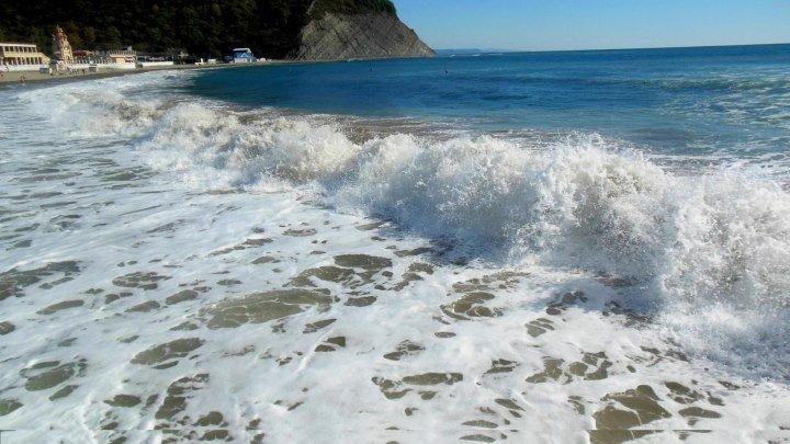 Волны Чёрного моря.Архипо-Осиповка (Автор клипа Татьяна Восковец)