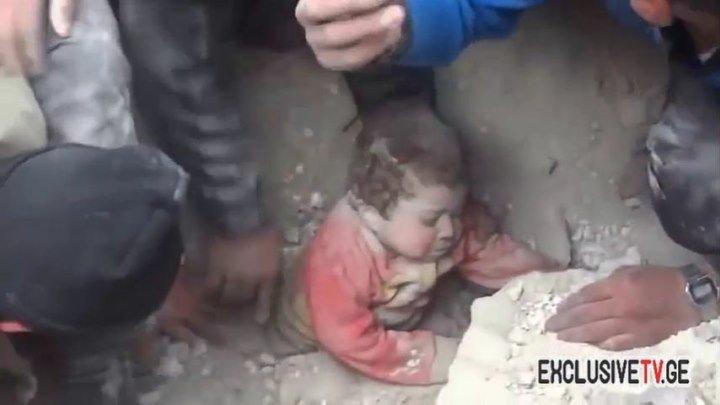 სირიაში დაბომბის შემდეგ, ნაგრევებიდან ცოცხალი ბავშვი ამოიყვანეს