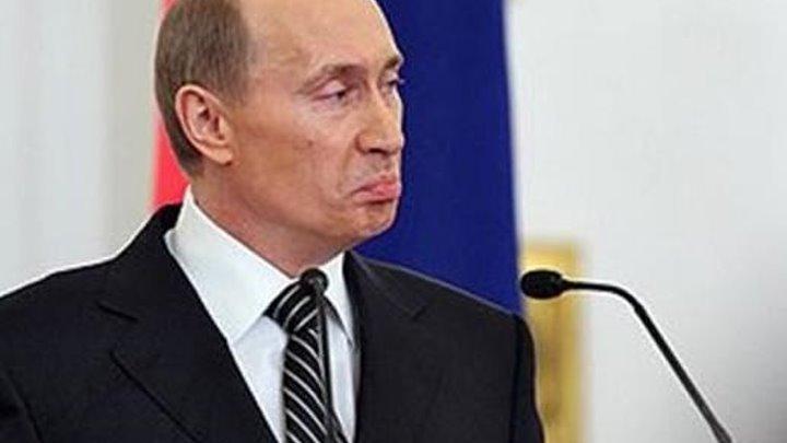 О спектакле... -Сань, ты будешь сегодня смотреть выступление Путина? -Спектакль? Нет, не буду! -А почему? -Я люблю смотреть другое! Сегодня утром, например, увидел курс рубля в ЦБ. 71, 67 рубля за один евро. По этому курсу у него его будут покупать банки. Значит, нам они его будут продавать по 75- 76. А спектакль пусть моя соседка смотрит, баба Зина, рыдая в умилении от сказочки о будущем счастье, и проклиная врагов, в которых у путинской России оказался уже весь мир... © Copyright: Александр (Лесь) Боб Свидетельство о публикации №115120302960