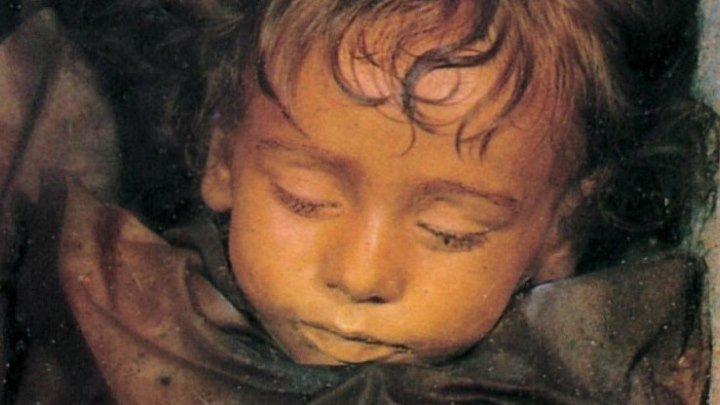 Тело умершей в 1920г. девочки подаёт признаки жизни
