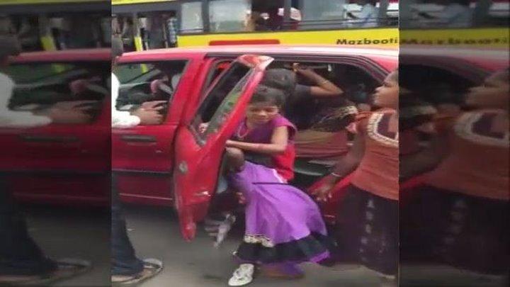 მხოლოდ ინდოეთში! 20 ბავშვი და ერთი მანქანა