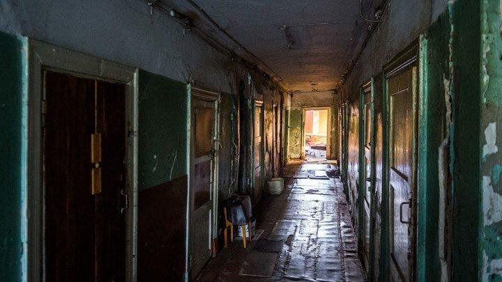 В таких бараках живут люди в Архангельске.