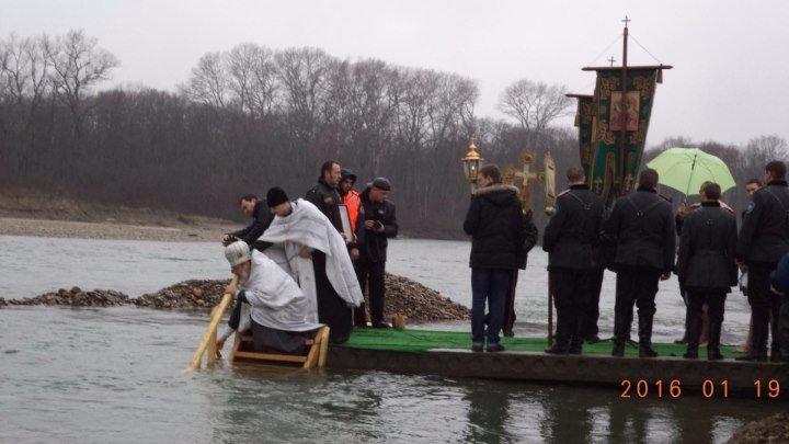 Торжество духа над телом! Купание в р. Лаба на Крещение.
