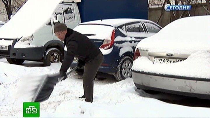 Журналисты НТВ вместе с московскими дворниками вышли на борьбу со снежной стихией