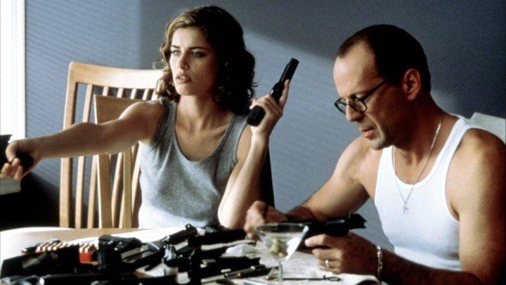 Девять ярдов _The Whole Nine Yards 2000 г на английском с субтитрами.Жанр:комедия, криминал.Страна:США