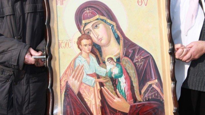 Икона Божией Матери Скорбящая о младенцах, во чреве убиенных
