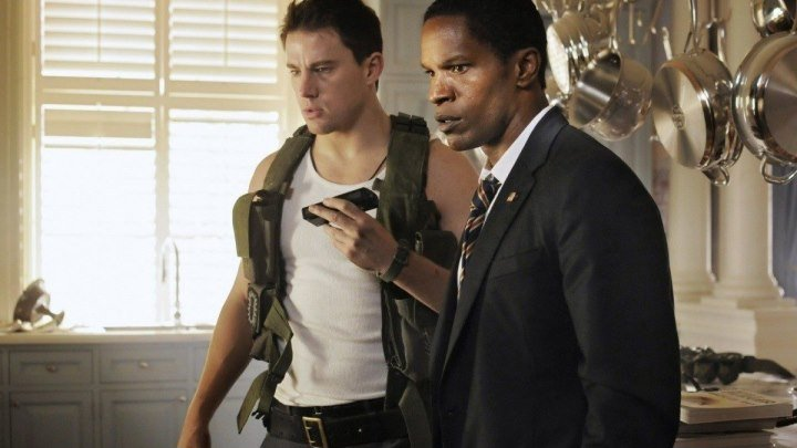 Штурм Белого дома (2013) смотреть онлайн (боевик, триллер)