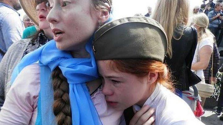 ФАШИСТЫ АТАКОВАЛИ ДЕВОЧКУ В ДЕНЬ ПОБЕДЫ! г. Киев Украина (прочти первые комментарии)