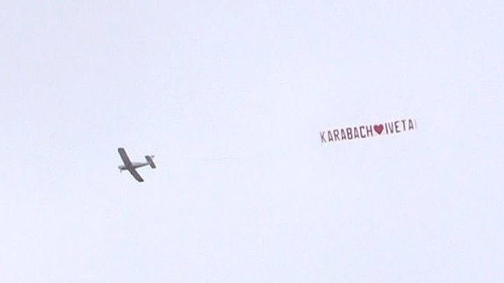 Над ареной Евровидения кружит самолёт с плакатом в поддержку Нагорного Карабаха
