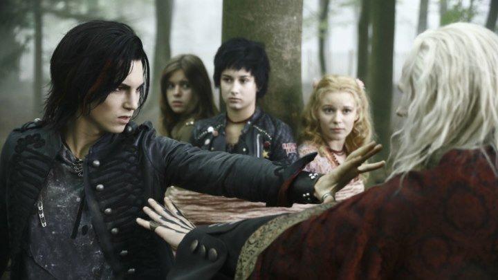 Семейка вампиров 2 Фэнтези,драма,комедия,приключения,семейный.✈