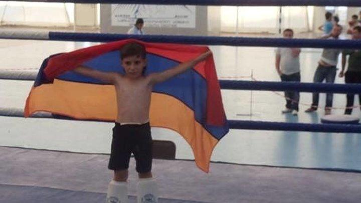 8 летний армянский боксер в дополнительном раунде нокаутировал азербайджанца! Наш маленький чемпион!