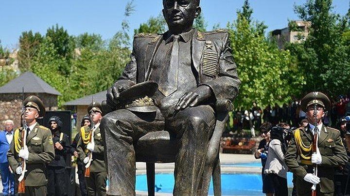 В Ереване открыт памятник маршалу Амазаспу Бабаджаняну