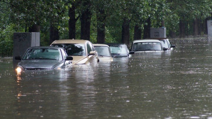 Потоп Волжский затопило проливным дождем