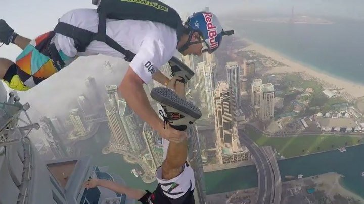 Скайдайвинг в Дубаи. Слабонервным не смотреть. +18