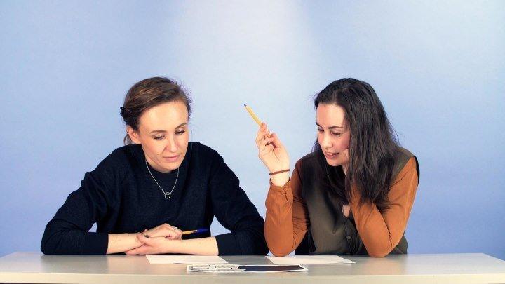 Взрослые решают задачку из учебника для третьего класса