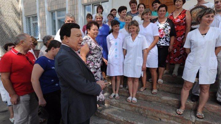 Иосиф Кобзон привез в Луганск гуманитарную помощь и дал благотворительный концерт