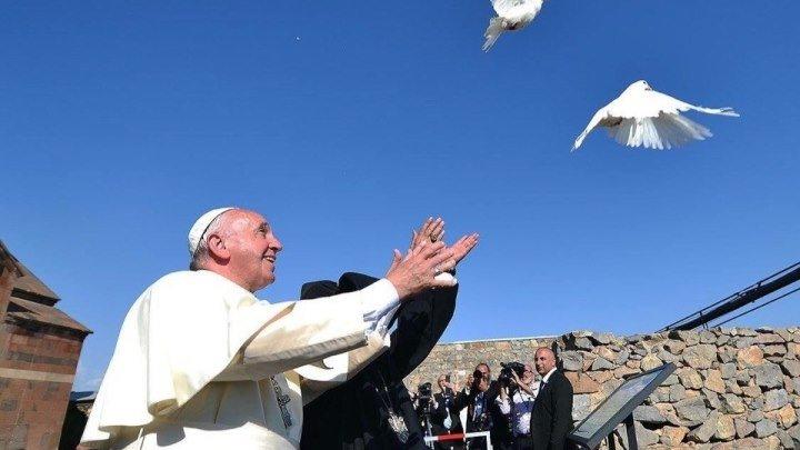 Папа Римский и Католикос Гарегин II выпустили голубей в направлении библейской горы Арарат