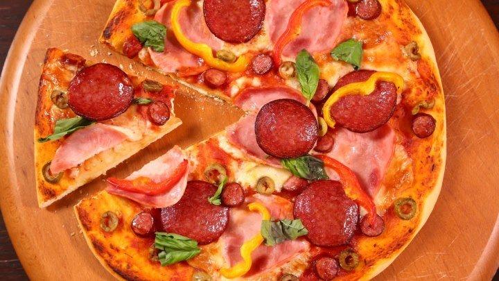 Rețetele ROGOB: Pizza cu mezeluri