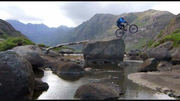 Обалденное видео! Велосипедист покоряет горы...