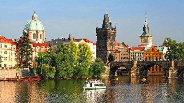 Чехия и Прага с высоты птичьего полета! Полетели? Drone Cam Fly Over of Prague and other places in Czechia