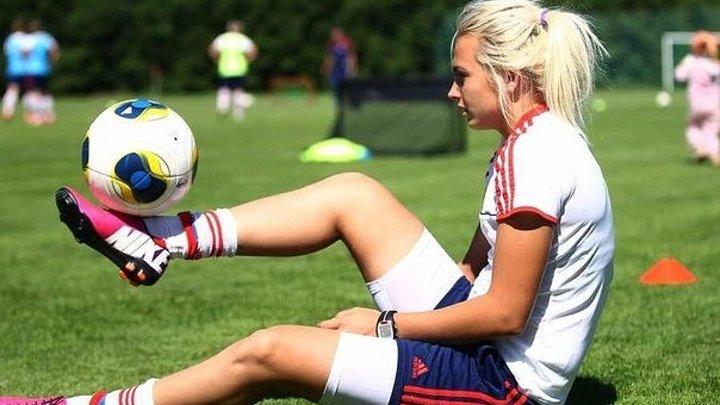 Футбольные финты в исполнении девушки! Красота и грация)