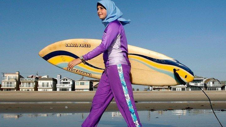 """На пляжах Франции запрещено появляться в """"мусульманских купальниках"""""""