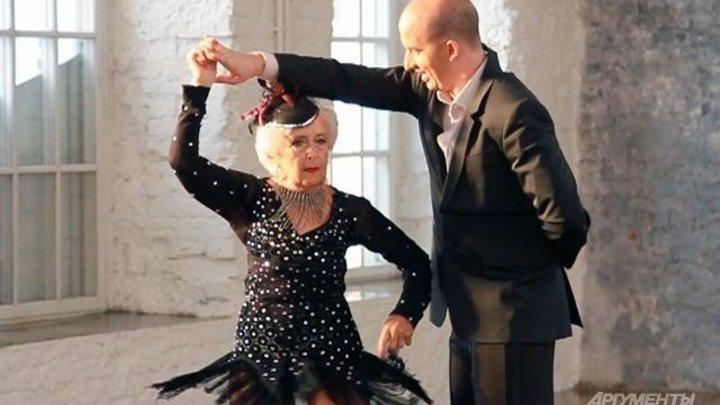 Надо дожить до её лет. Видео танцующей 81-летней бабушки взорвало соцсети