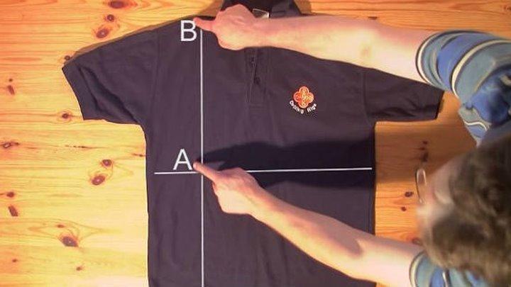Твоя мама была бы в восторге! Вот как можно сложить рубашку за две секунды.