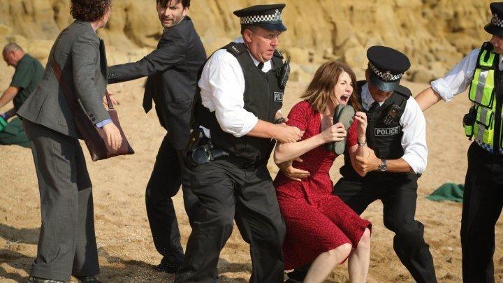Убийство на пляже / Broadchurch [Сезон:01 Серии:01-02] (2013: драма, криминал)