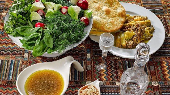 Азербайджанская Кухня - Блюда Хаш..Горячий хаш разлить по глубоким мискам, поперчить, сразу подавать, ..