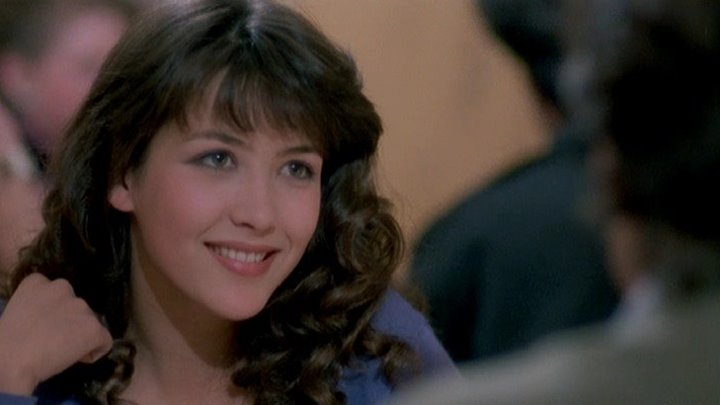 Студентка (1988) Комедия, Мелодрама.