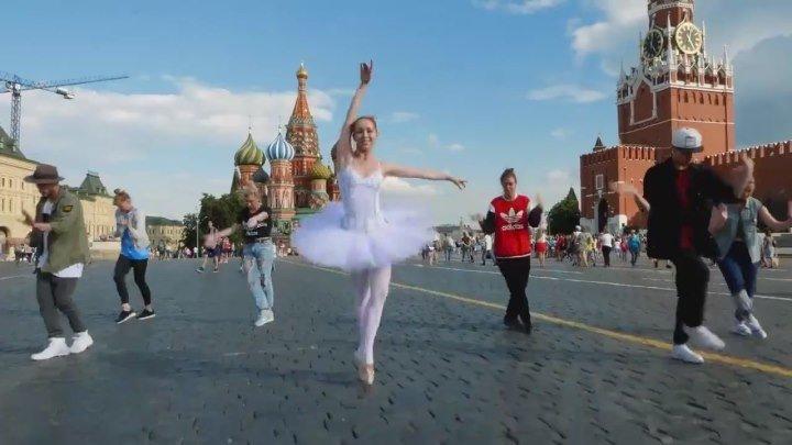 Люди со всего мира танцуют под песню Майкла Джексона )))) Жми класс,если понравилось.