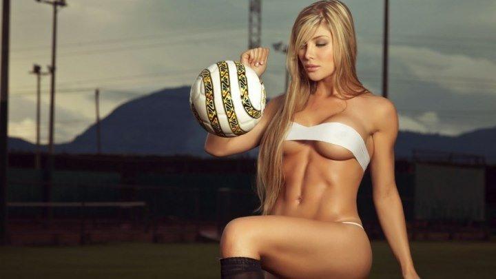 Футбольные финты в исполнении девушки. [МУЖИКИ ОЦЕНИТЕ ВИДЕО]