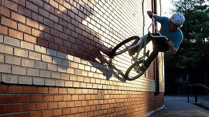 Паркур на велосипедах. Шикарное видео, дух захватывает)